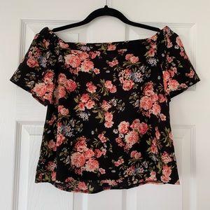 3 for $20 ⭐️ Black Floral off-the-shoulder top